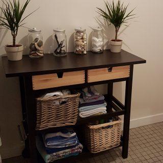 ikea hack 39 s une desserte en meuble de salle de bain. Black Bedroom Furniture Sets. Home Design Ideas