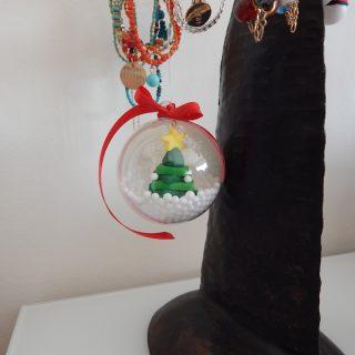 Bientôt Noël, je fabrique ma boule à neige pour mon sapin !