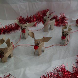 DIY // Des rennes en carton et leur traineau de Noël !