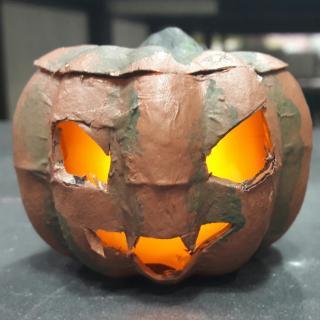 """Une citrouille d'Halloween """"tout feu tout flamme"""" :D"""