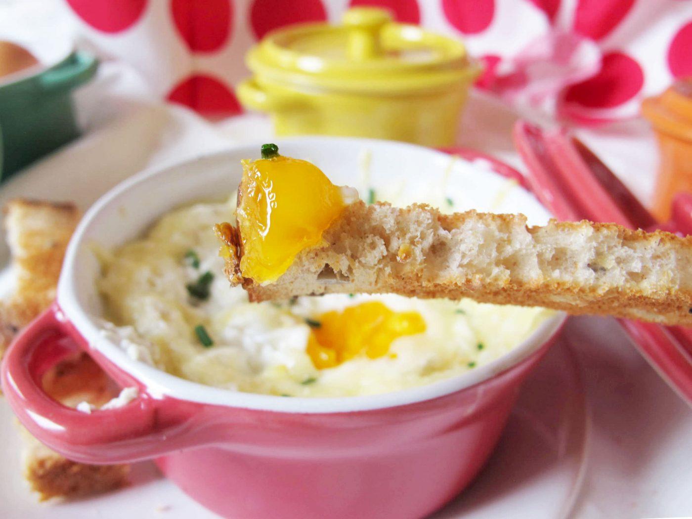Petit œuf cocotte au gruyère et au jambon