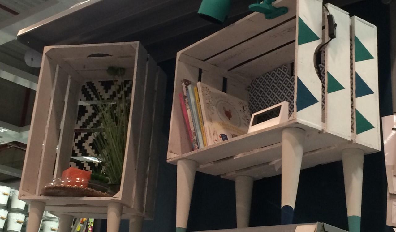 table de nuit avec des caisses en bois !