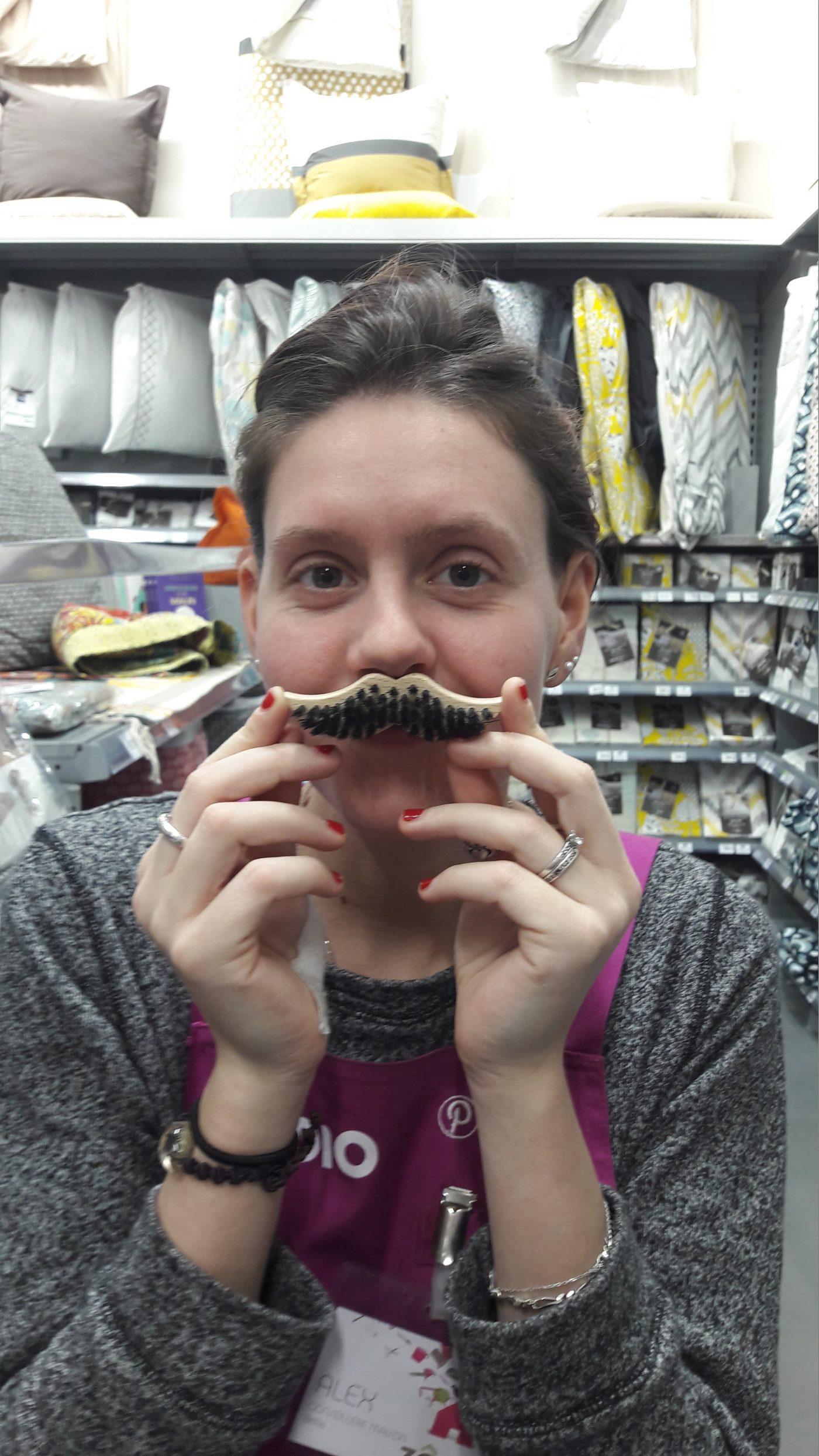 J'ai choisi pour mon papy la brosse à moustache !