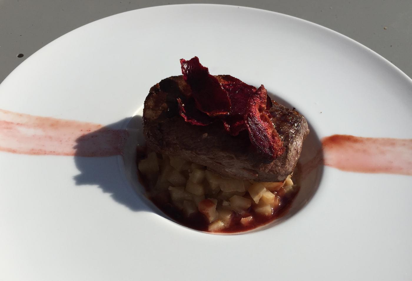 Céleri rave façon risotto, pavé de sanglier et sauce betterave (octobre rose)