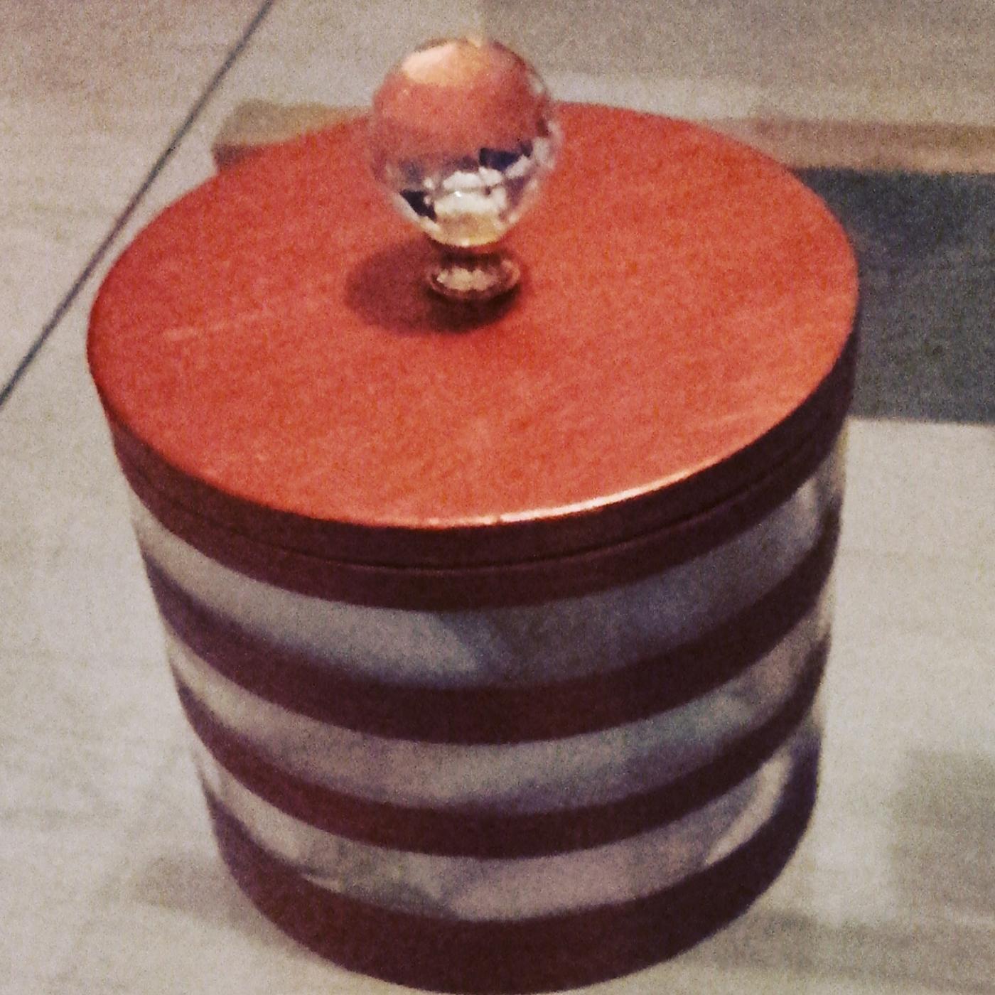 Petite boite à cotons et coton tiges