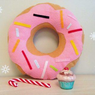 Idée cadeau DIY: un coussin donut