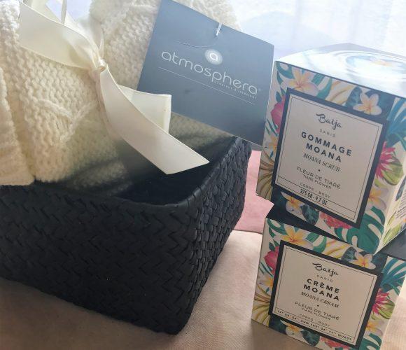 Pour noël, j'ai choisi pour ma maman … La gamme de soins Moana de Baïja, et une paire de chaussettes d'interieur !!