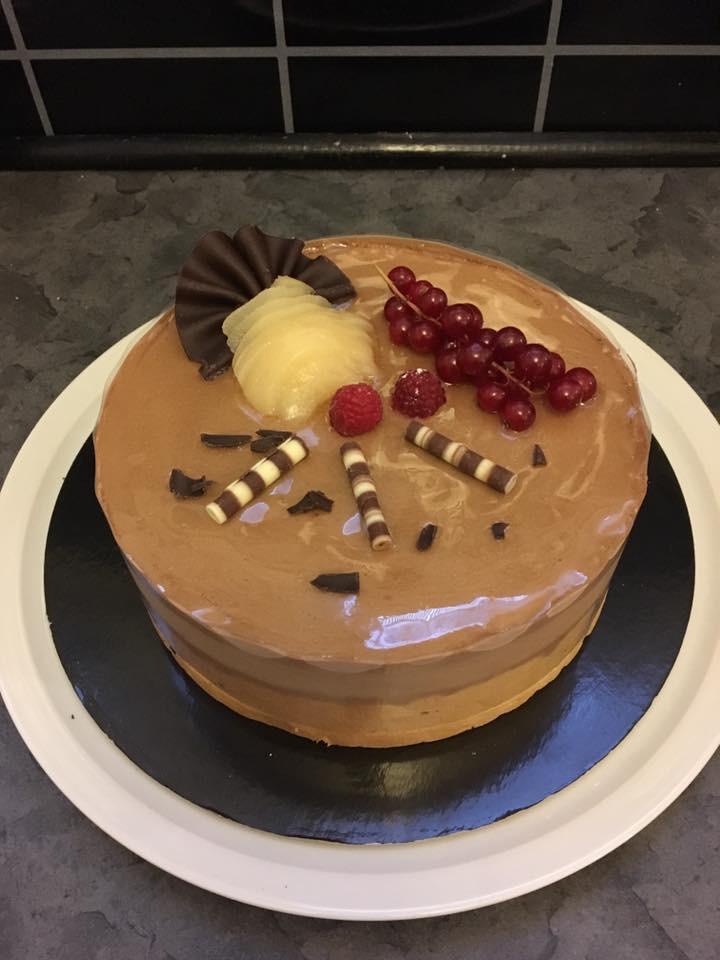 Bavarois chocolat et compotée de poires caramélisées au miel