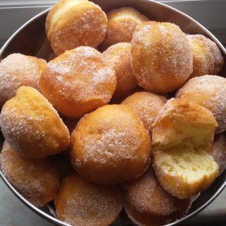 Voici mes premiers beignets à pâte levée