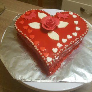 Coeur ganache chocolat praliné coulis de fraise est glacage miroir cho
