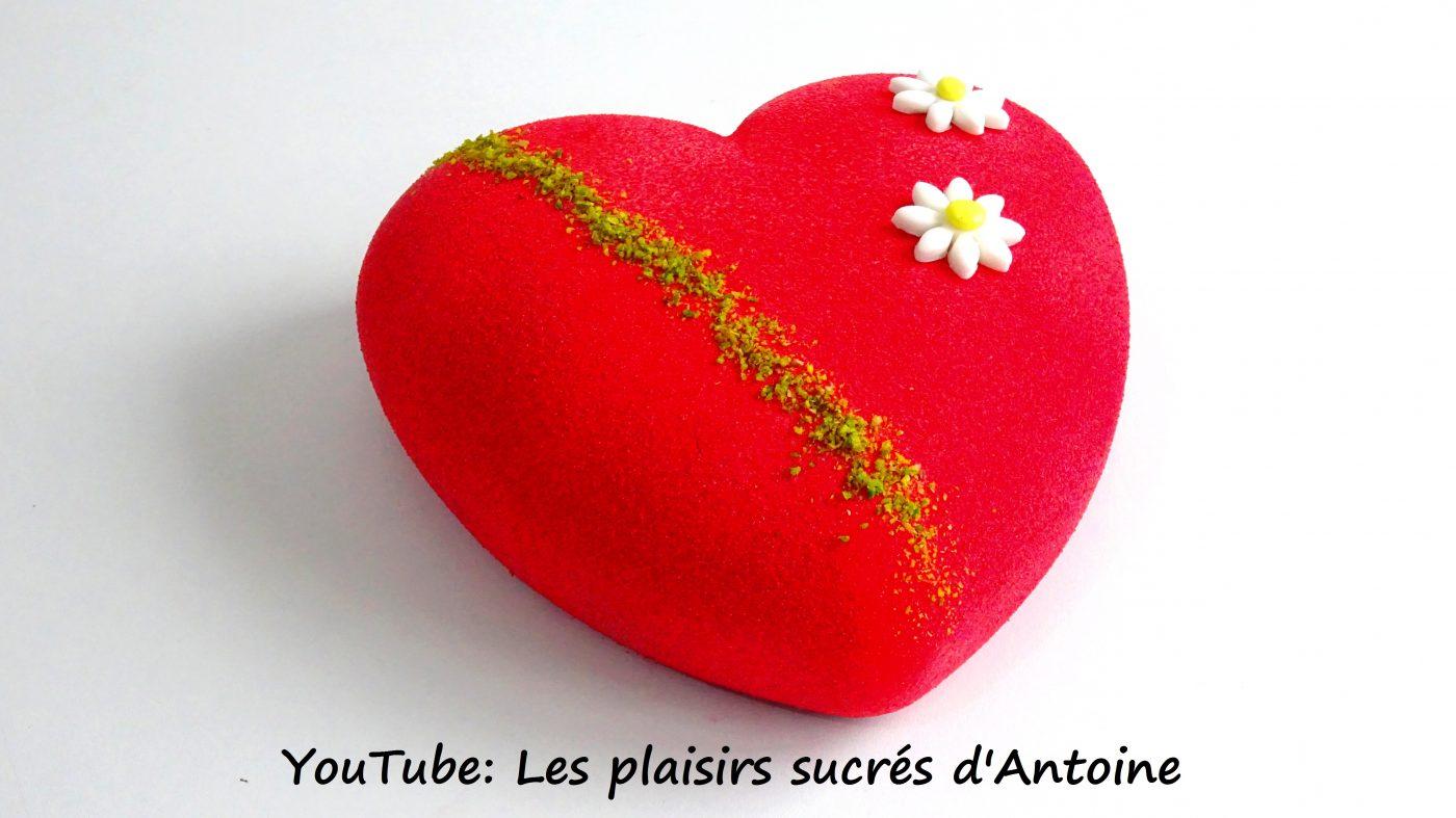 Coeur de Saint-Valentin Framboise-Pistache avec les produits