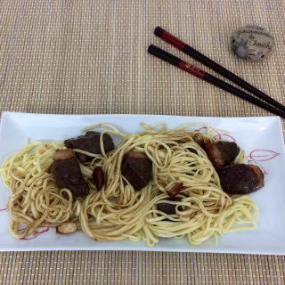 Canard au miel, 4 épices, amandes et ses noodles