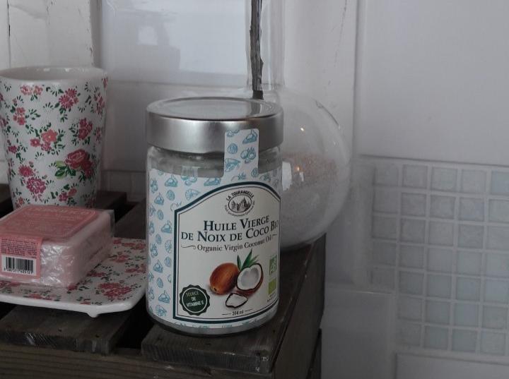 Le coin beauté de Laurinoeud:Mon huile de coco dans ma salle de bain