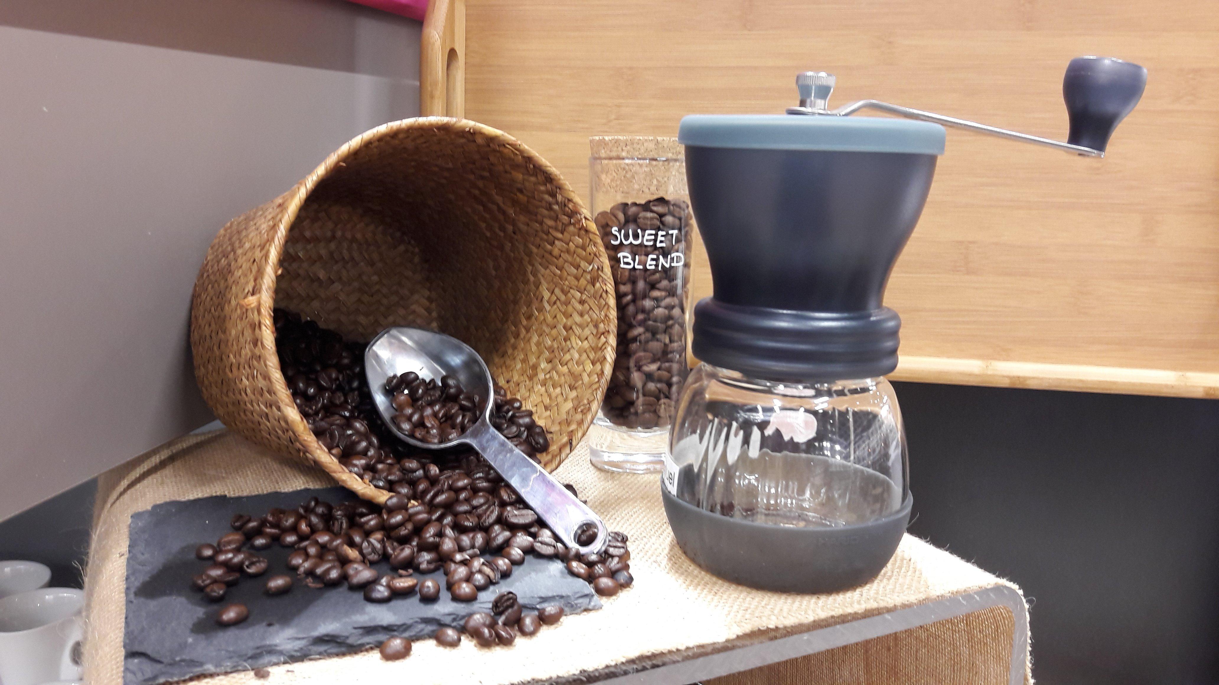 """J'ai décidé d'offir à ma maman le moulin à café """"céramic coffee mill skerton"""""""