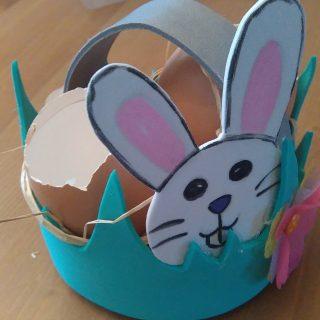 Les loulous décorent la table de Pâques