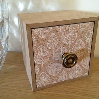 Customisation d'une petite boîte à tiroir - Effet liège
