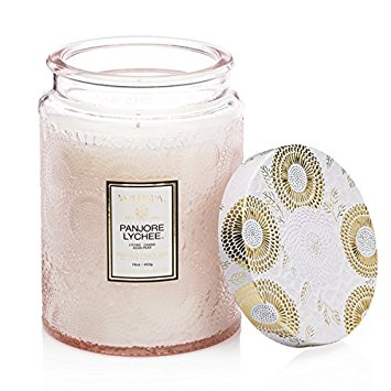 J'ai choisi pour ma maman la bougie parfumée Voluspa panjore lychee