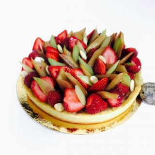Tarte rhubarbe et fraises de Claire Heitzler