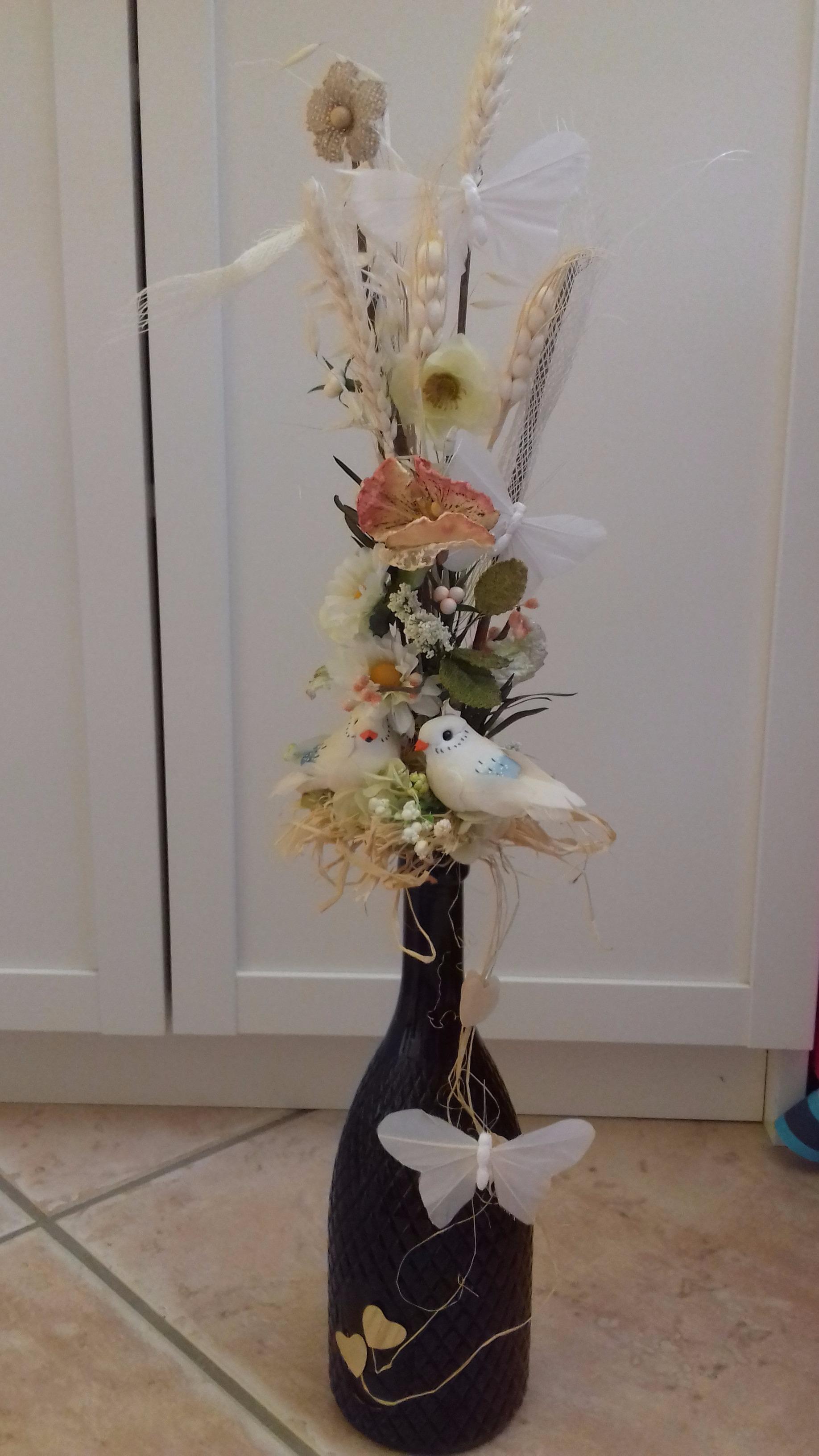Recyclez joliment une belle bouteille en vase