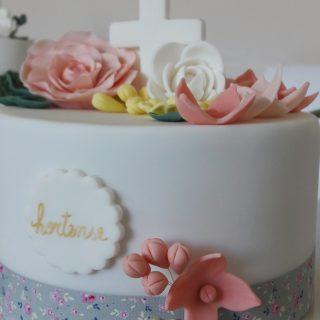 Gâteau de confirmation tout en fleurs!