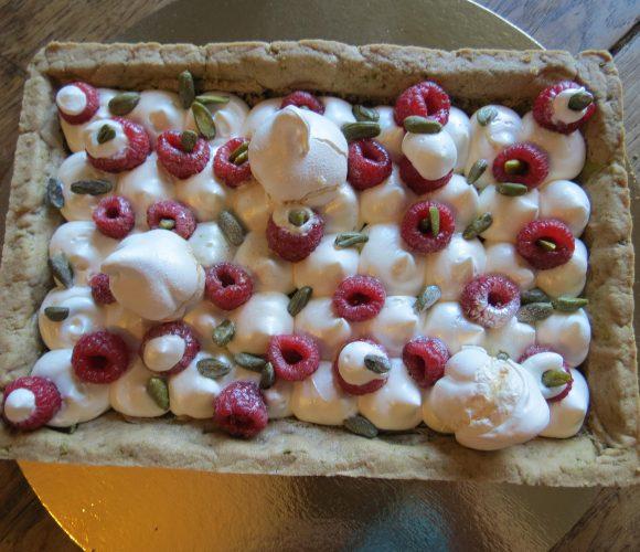 tarte aux framboises, chantilly mascarpone vanillée , sablé pistache