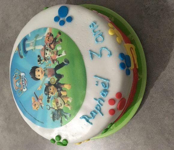 Gâteau d'anniversaire Pat'patrouille en pâte à sucre