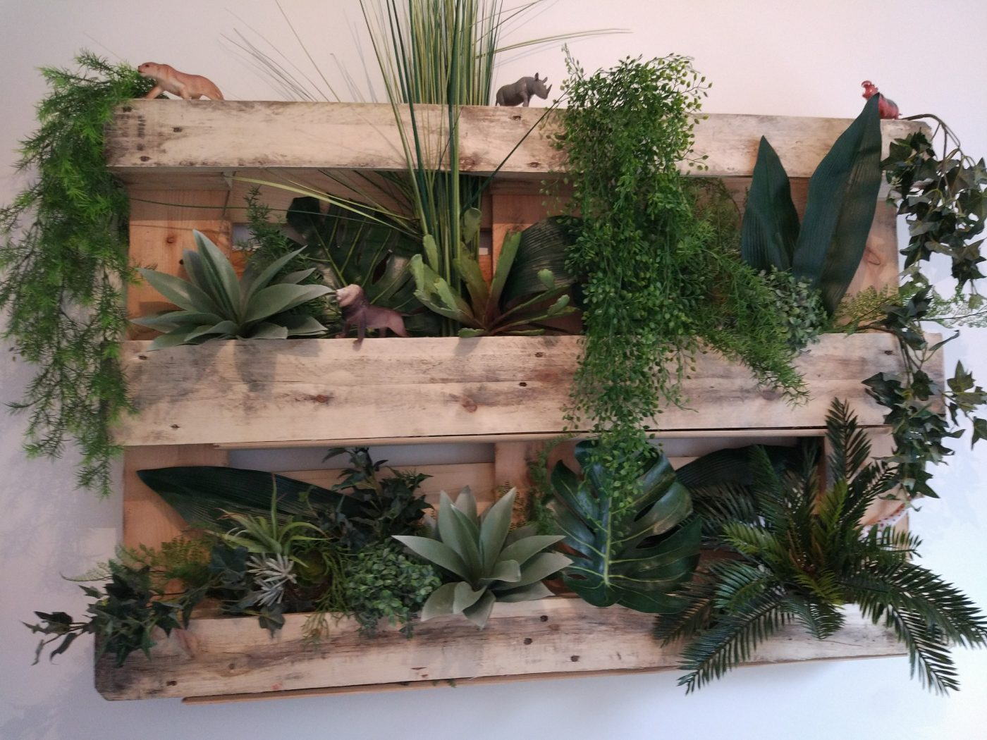 Etagere Pour Plantes Interieures Étagères à plantes avec palette en bois (blog zôdio)