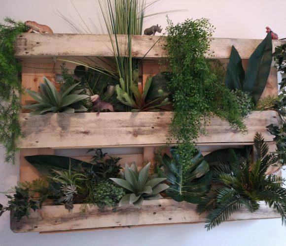 Étagères à plantes avec palette en bois