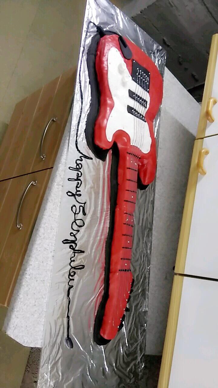 Guitare électrique grandeur nature