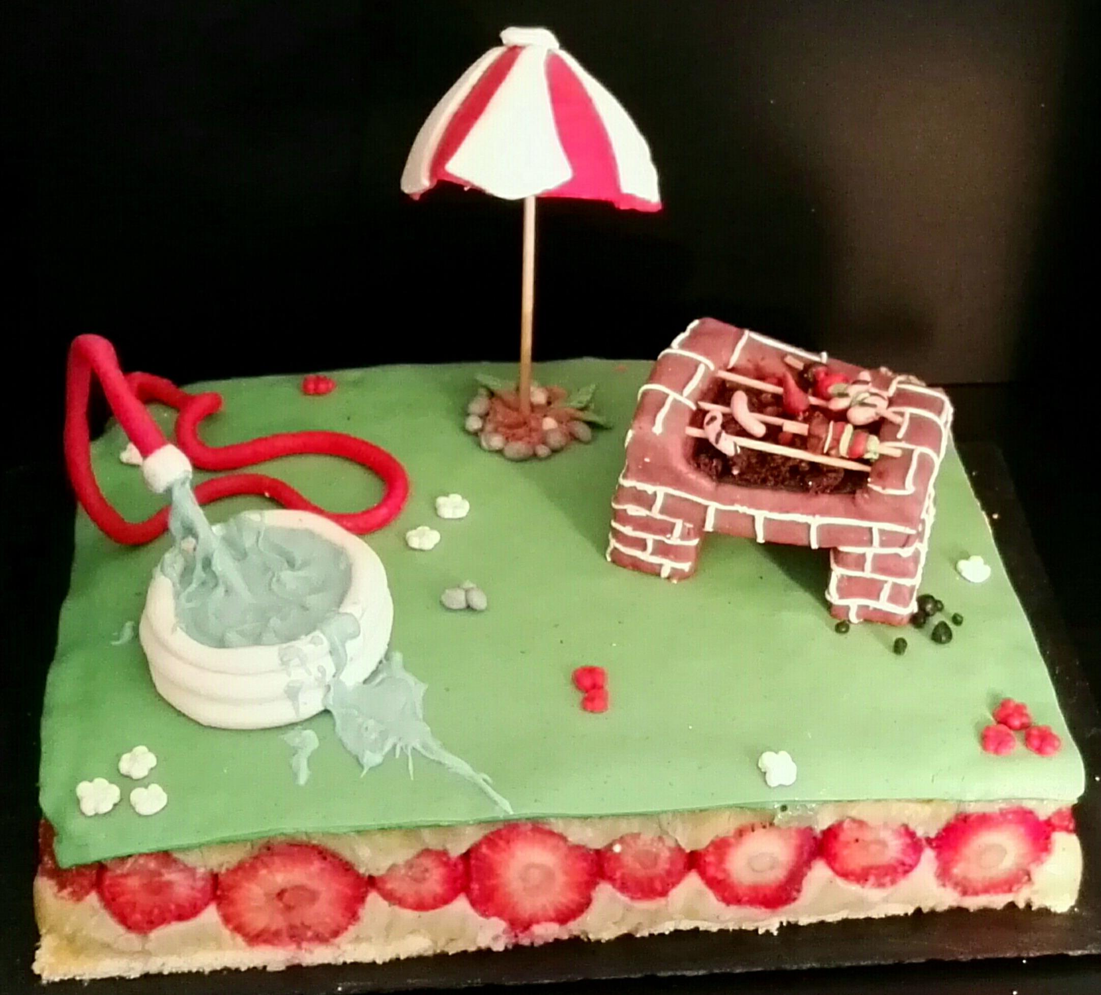 Fraisier creme pistache et gravity cake : piscine et barbecue sont deux vrais petits gateaux