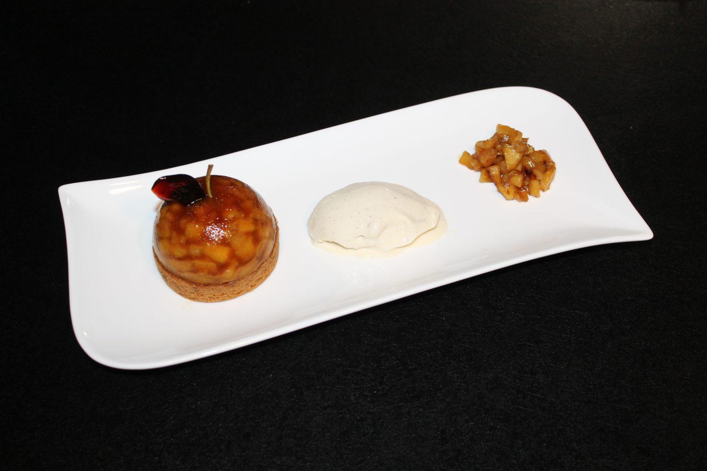 Dome Tatin accompagné de sa crème glacée à la vanille
