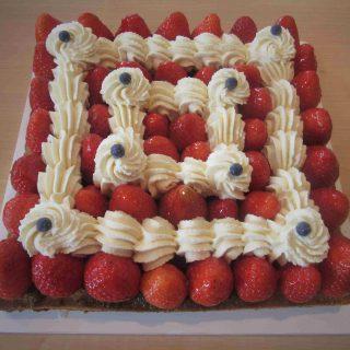 Tarte aux fraises , crème chantilly au mascarpone sur fond de sablé Breton