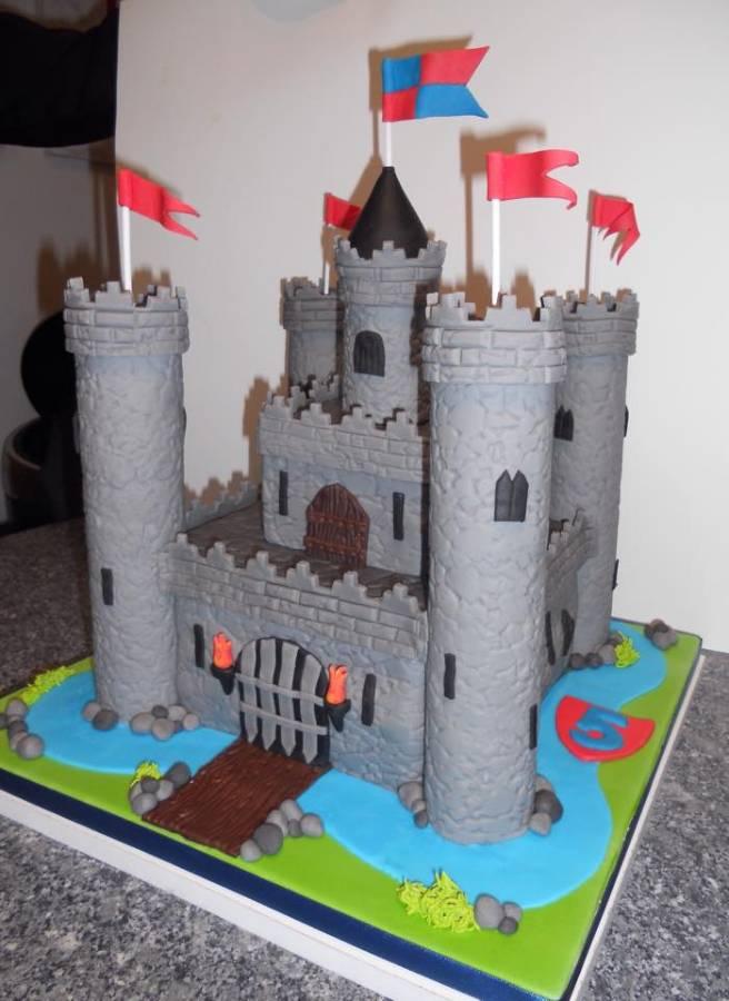 Pas de château de sable mais un château fort :-) - Castle cake