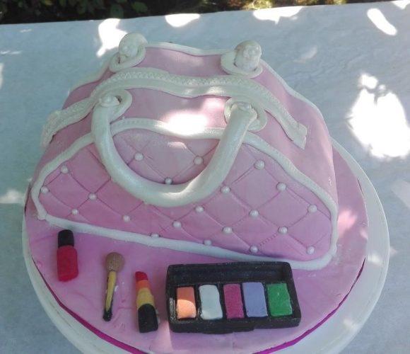 Trousse de maquillage avec les maquillages en pâte à sucre/Gâteau au chocolat /Ganache chocolat blanc pour les 15 ans de Olivia