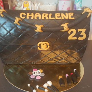 gateau en forme de sac tres girly !!