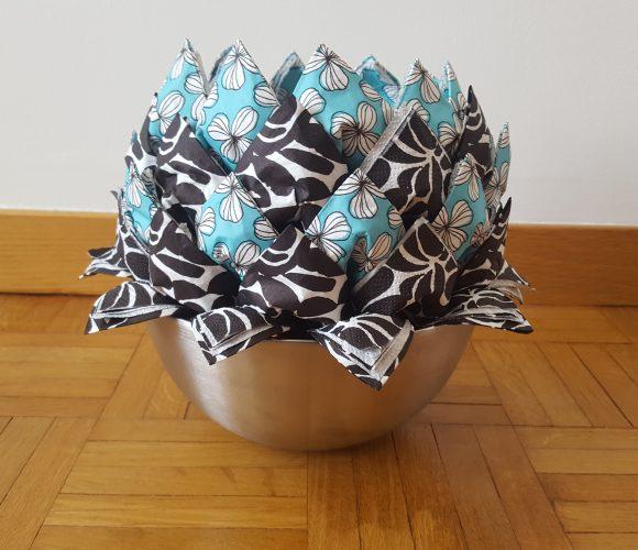 Pliage de serviettes en papier en fleur