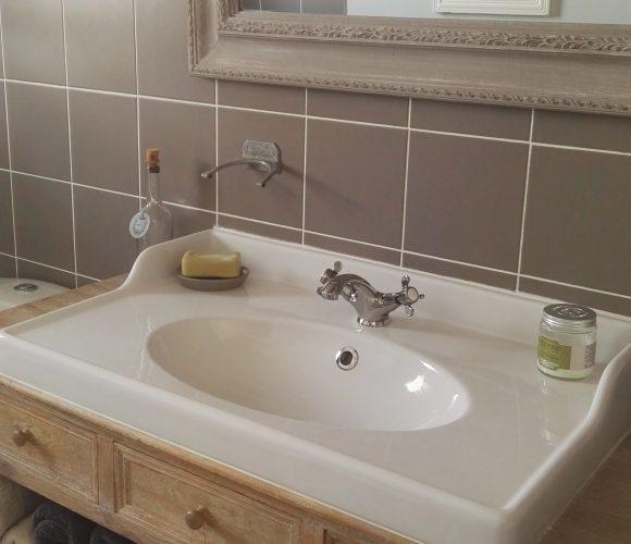 Console transformée en meuble de salle de bains