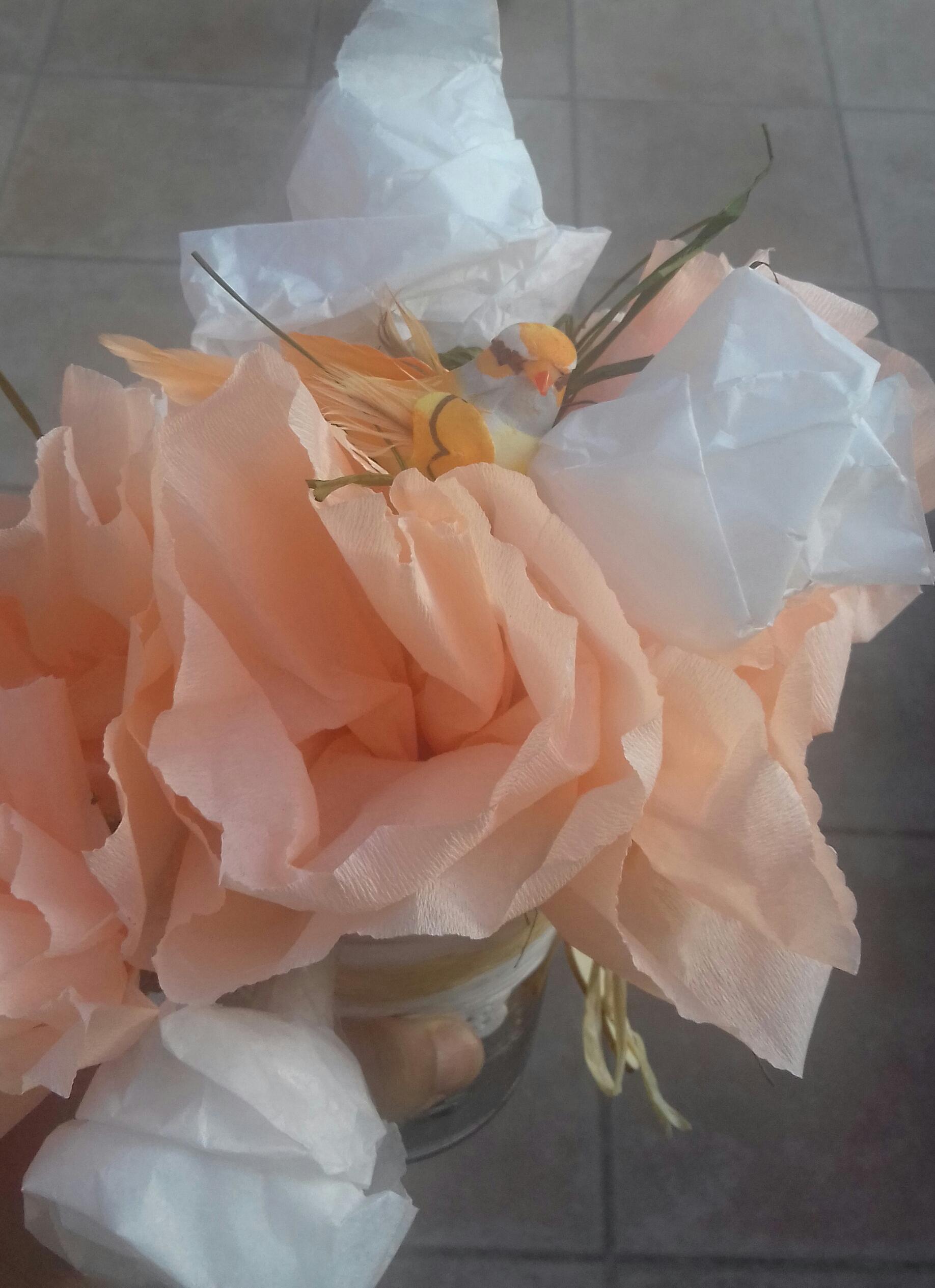 Fleurs de papiers crépon soie et pailles?