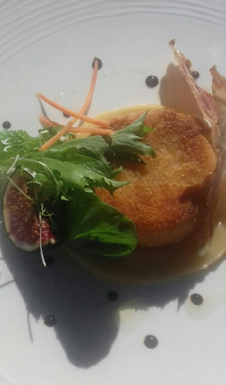 Saint marcellin pané à la compotée de pomme et figues