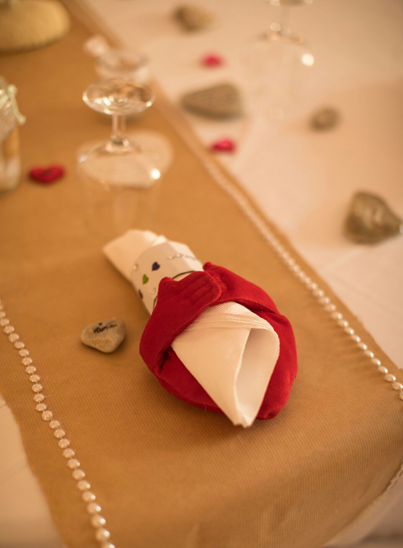 Chemin de table romantique en Kraft