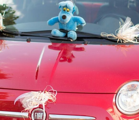 Deco simple romantique voiture des maries???