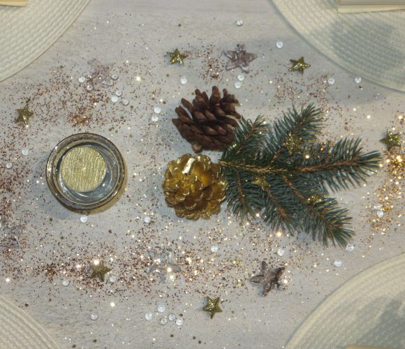 TABLE DE REVEILLON DU NOUVEL AN SIMPLE, NATURE ET CHIC