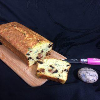 Cake végétarien moelleux : courgette, tomate séchée, olive et basilic