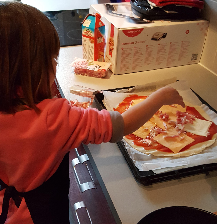 Une pizza avec les reste