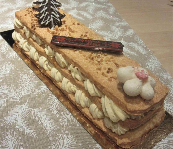 Recette du célèbre gâteau «Plaisir aux noix  Lenôtre» sous forme de bûche