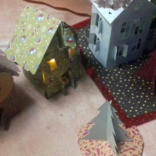 Maison du 🎅 en papier décor 🌲 avec Gaïa 7 ans