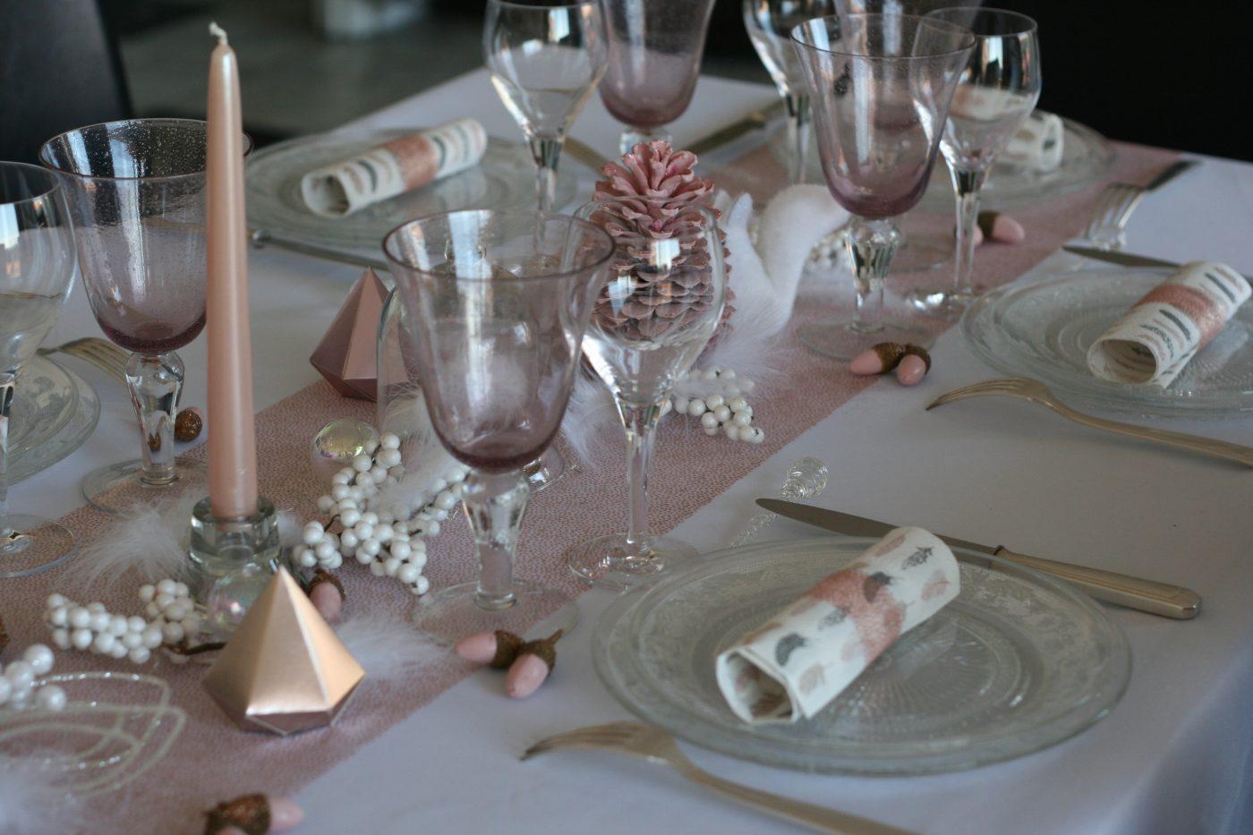 Table rose poudré et marron glacé