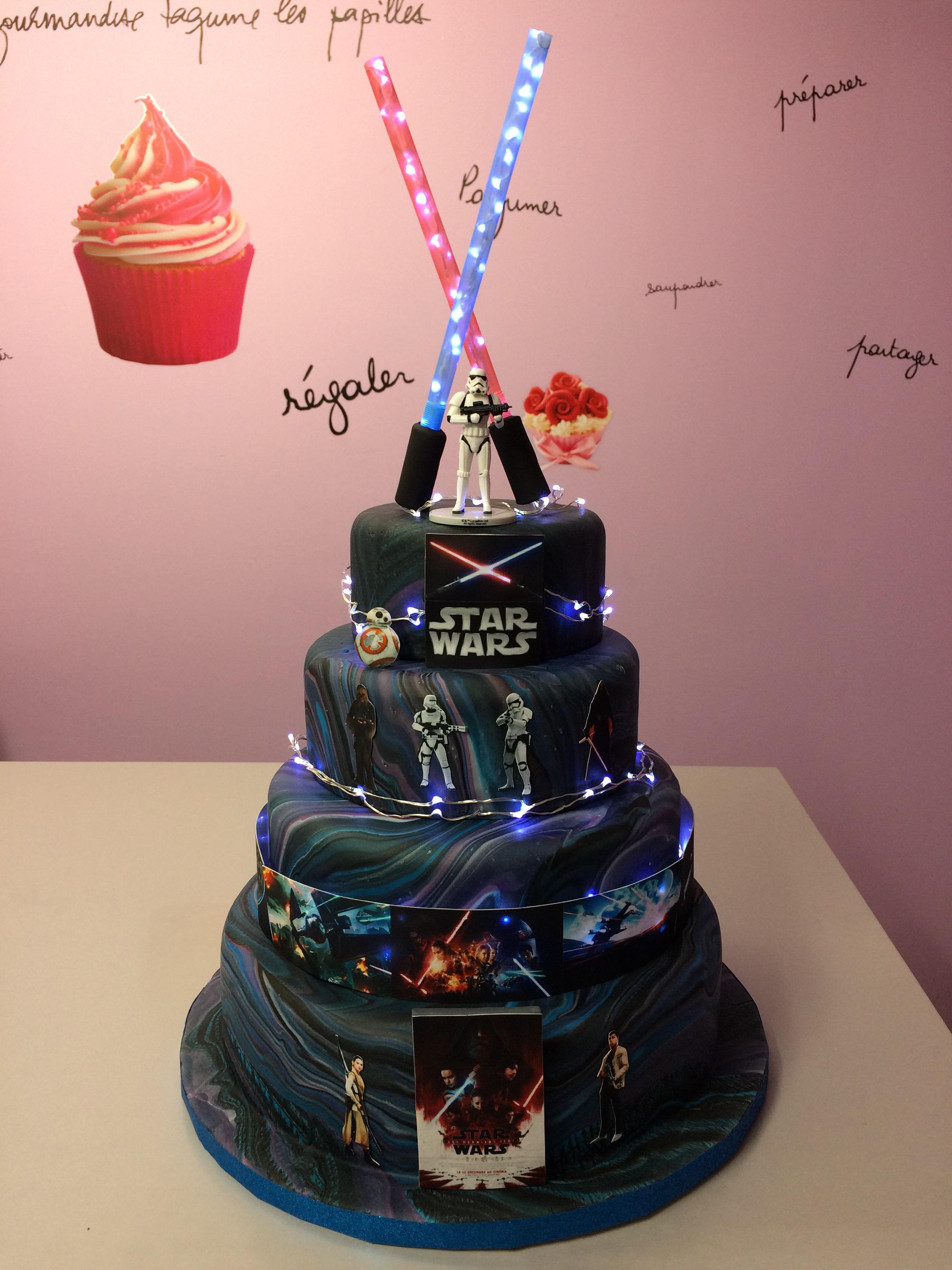 Gâteau Star Wars ( effet planète en pâte à sucre)