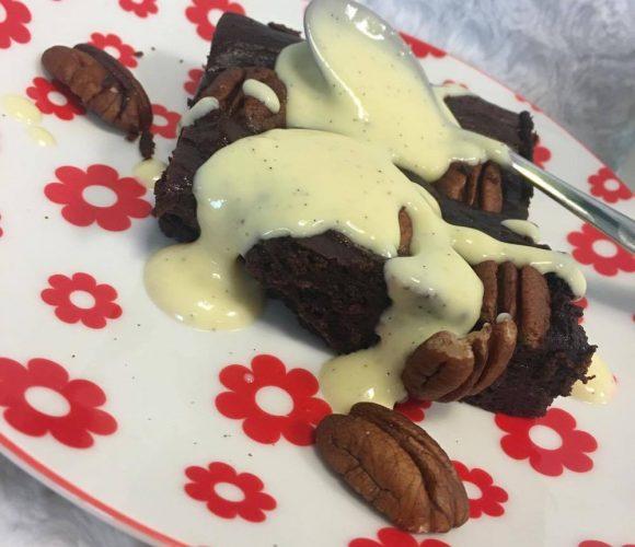 brownies ultra fondant à l'ingrédient mystère et sa crème anglaise vanille Tonka