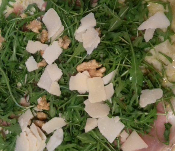 Ma pizza sans gluten roquette noix parmesan, par Pauline 14 ans